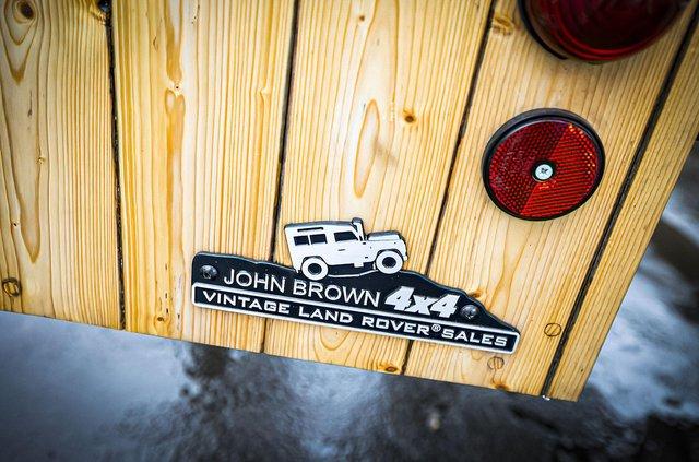 Кухню на колесах на базі Land Rover Defender з популярного телешоу пустять з молотка - фото 436992