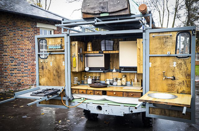 Кухню на колесах на базі Land Rover Defender з популярного телешоу пустять з молотка - фото 436993