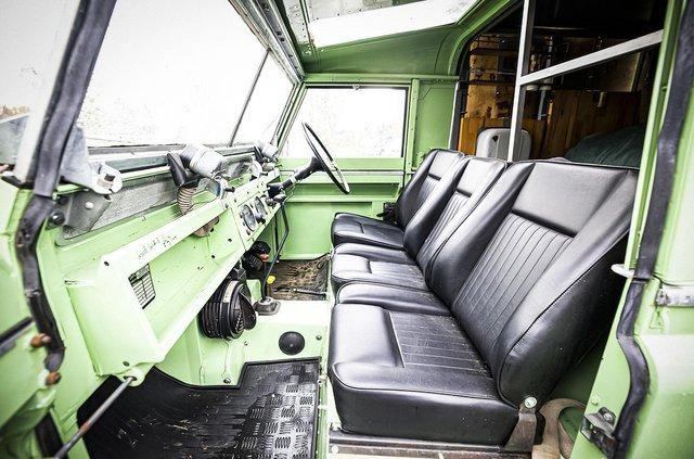 Кухню на колесах на базі Land Rover Defender з популярного телешоу пустять з молотка - фото 436994