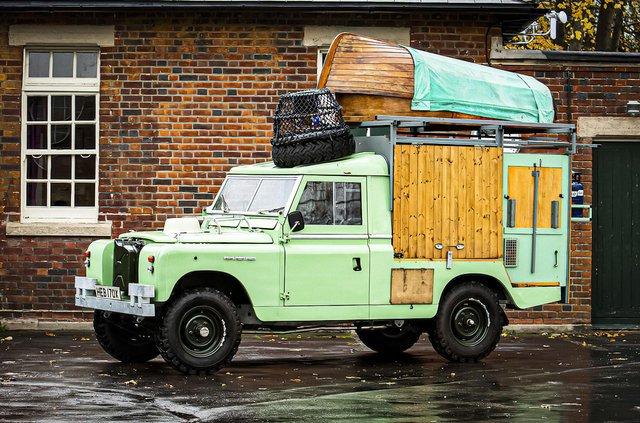 Кухню на колесах на базі Land Rover Defender з популярного телешоу пустять з молотка - фото 436995
