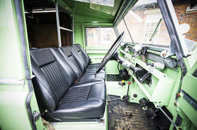 Кухню на колесах на базі Land Rover Defender з популярного телешоу пустять з молотка - фото 436998