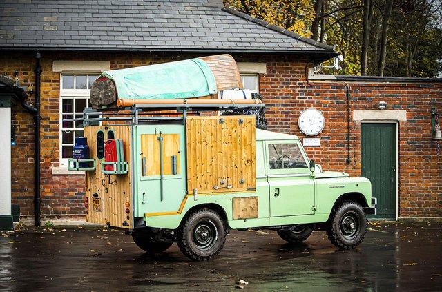 Кухню на колесах на базі Land Rover Defender з популярного телешоу пустять з молотка - фото 436999