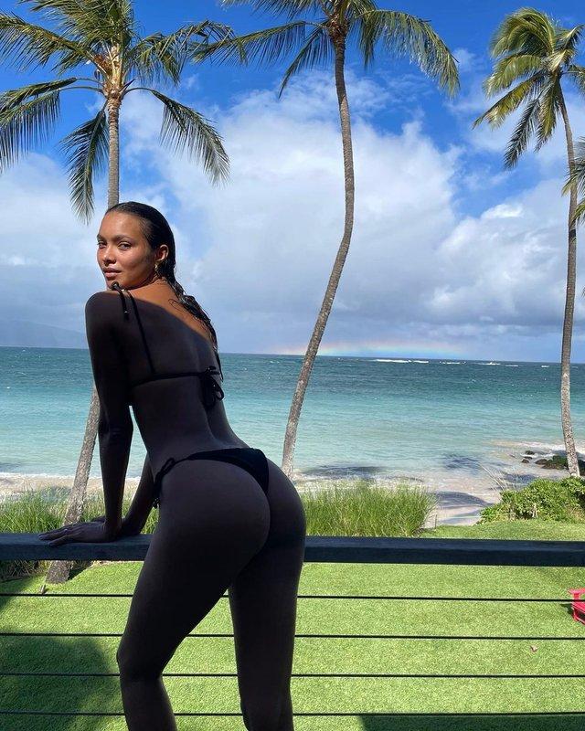 Модель Лаіс Рібейро показала ідеальну фігуру без фотошопу - фото 440739