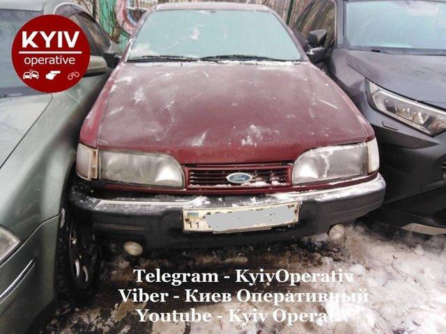 У Києві сміттєвоз розтрощив десяток авто: фотофакт - фото 444334