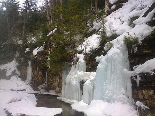 На Львівщині замерзли водоспади: неймовірні фото - фото 448552
