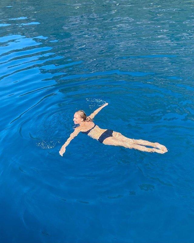Вагітна Катя Осадча показала нові знімки у бікіні з відпочинку у Туреччині - фото 458104