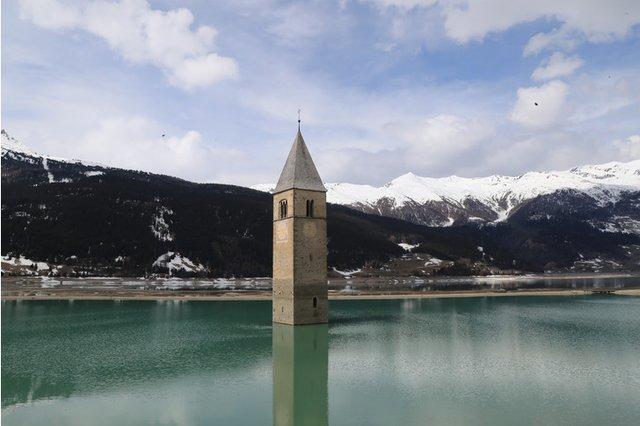 В Італії з-під води з'явилося затоплене село (ФОТОФАКТ) - фото 460553