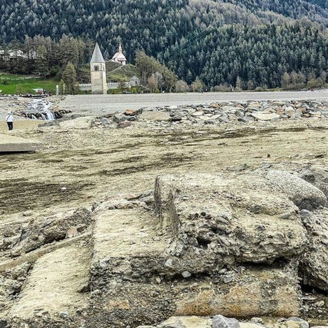 В Італії з-під води з'явилося затоплене село (ФОТОФАКТ) - фото 460556