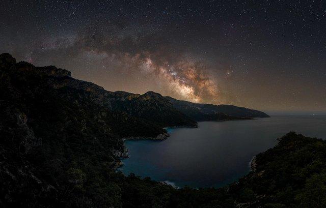 У мережі показали найкращі фото Чумацького Шляху за версією Capture the Atlas - фото 461427