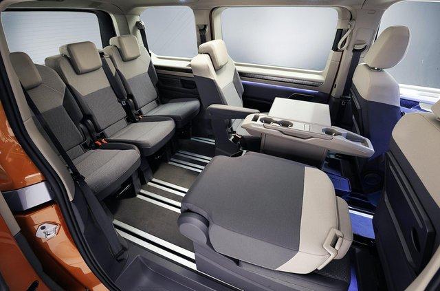 Volkswagen представив Multivan T7 з салоном-трансформером та іншими фішками - фото 462976