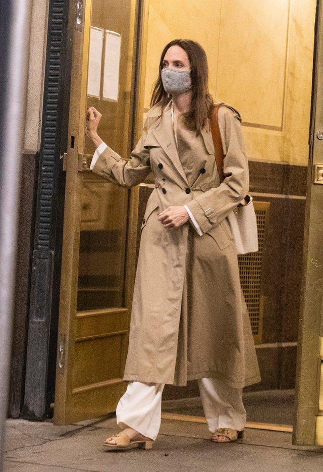 Анджеліна Джолі побувала в гостях у колишнього чоловіка, і це не Бред Пітт - фото 463359