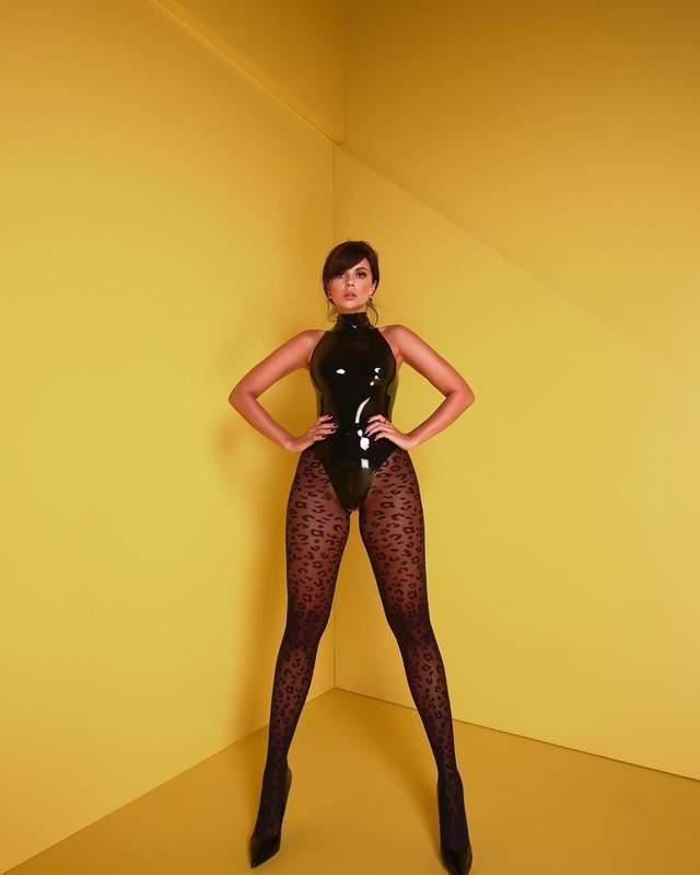 Найгарячіші образи Насті Каменських за всю кар'єру: добірка фото іменинниці (18+) - фото 401867