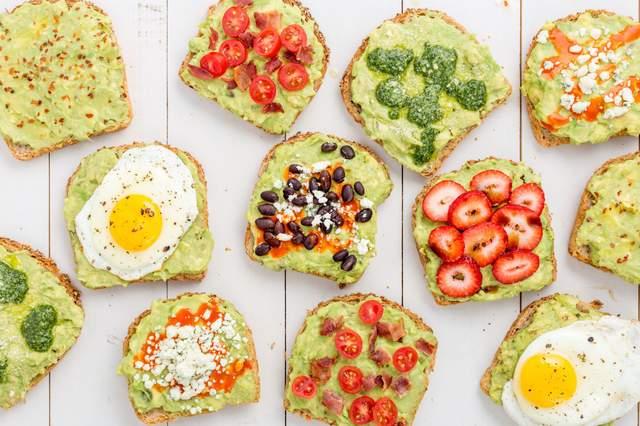 Зробіть собі тост за авокадо на сніданок - фото 410895