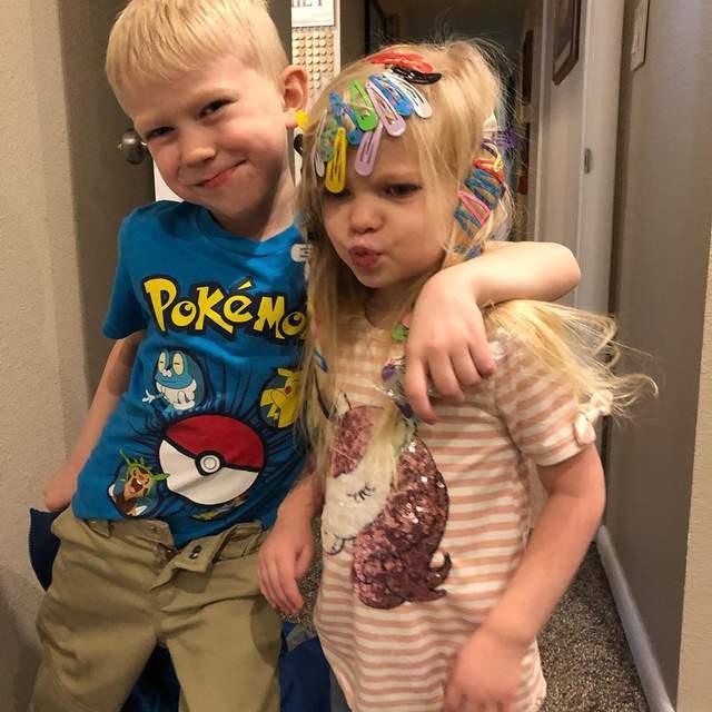 Фото дня: 6-річний герой врятував сестру від пса – і йому дякує навіть Капітан Америка - фото 416183