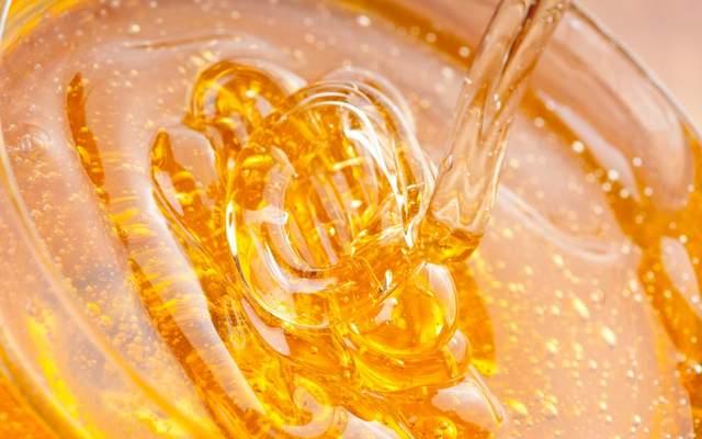 Квітковий мед: калорійність і корисні властивості - фото 421029