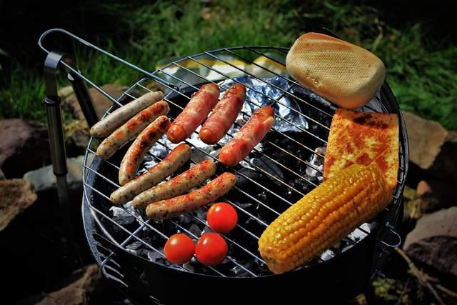 Як запекти кукурудзу в духовці, на грилі чи в мікрохвильовці: 5 рецептів - фото 422038