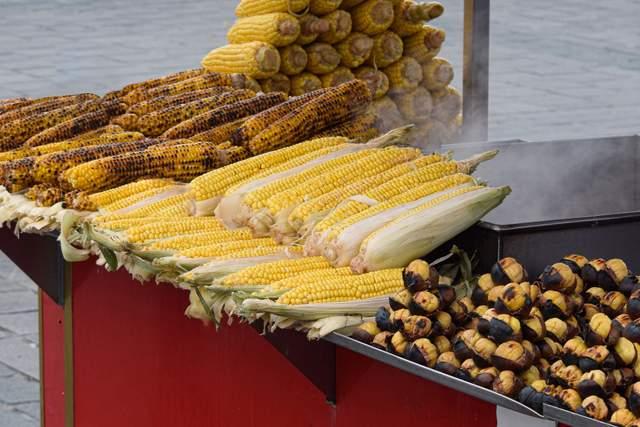 Як запекти кукурудзу в духовці, на грилі чи в мікрохвильовці: 5 рецептів - фото 422043