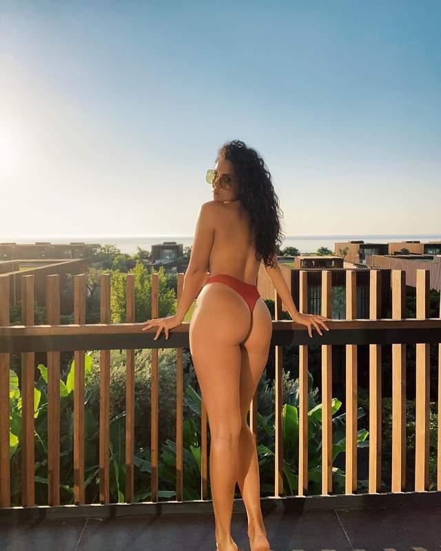 Ранкова сексуальність: Настя Каменських розбурхала фото топлес (18+) - фото 426888
