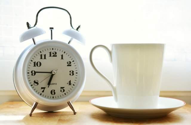 Коли переводять годинник на зимовий час 2020 в Україні: дата переходу - фото 431039